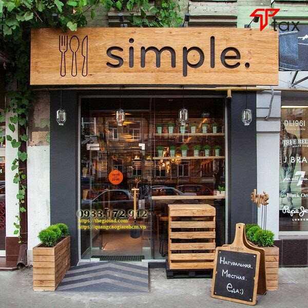 Bảng hiệu cửa hàng bằng gỗ